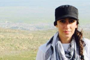 0012wanita-cantik-ini-demi-bantu-Pengungsi-Yazidi