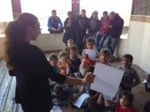 003-wanita-cantik-ini-demi-bantu-Pengungsi-Yazidi