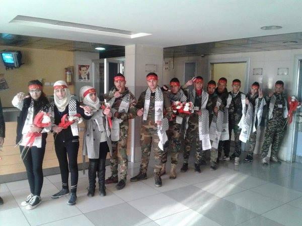 Dukung Pemerintah, Remaja Suriah Kunjungi Rumah Sakit Militer Dengan Karangan Bunga