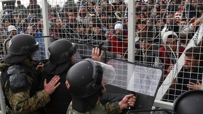 la-fg-greece-refugees-bottleneck-20160301