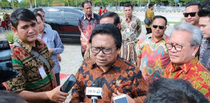RIBUT HANURA, Oesman Sapta Dipecat