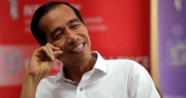 Denny Siregar: Seni Bertarung Politik Indah Ala Jokowi
