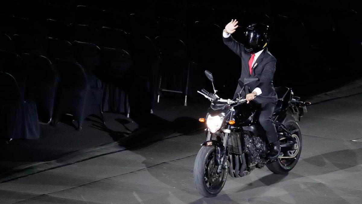 VIRAL! Jokowi Buka Asian Games 2018 Naik Sepeda Motor