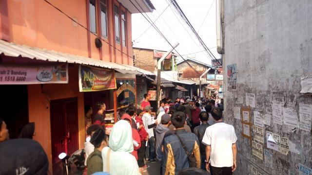 Aliansi Santri Gruduk Markas HTI di Bandung
