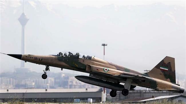 Bomber Terbaru Iran Disertakan dalam Parade Militer Tahunan
