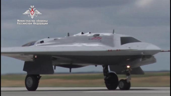 Drone Sukhoi S-70 Okhotnik Rusia