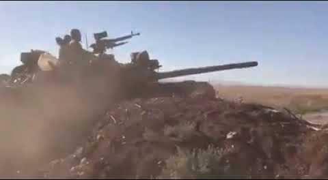 Tank-Tank Suriah Masuki Idlib