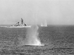 Insiden Aramco dan_Teluk Tonkin