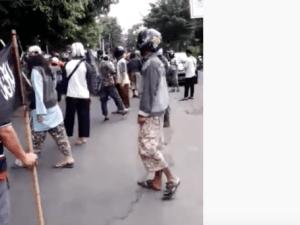 Solo Mencekam, Tolak Pengajian Gus Muwafiq FPI dan Banser Bentrok