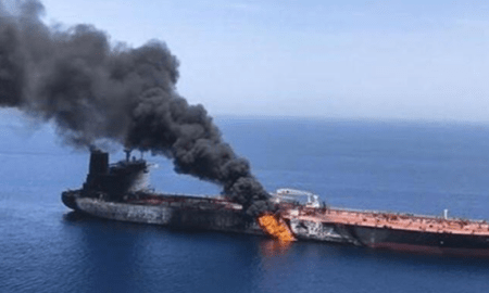 Sebuah Kapal Tanker Minyak Terbakar di Teluk Persia