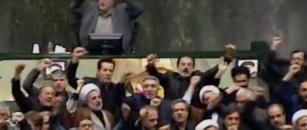 Parlemen Irak Teriakkan Tidak Tidak Amerika