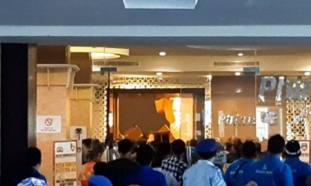 VIDEO Kongres PAN di Kendari Ricuh, Korban Luka Berjatuhan