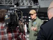 Senator AS Protes Pemecatan Kapten yang Ungkap Wabah Covid-19 di Kapal Induk