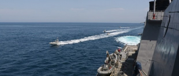 Video: AS Tuduh 11 Kapal Iran Pepet Kapal Perangnya di Teluk Persia