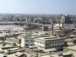 Dua Roket Hantam Perusahaan Minyak China di Irak