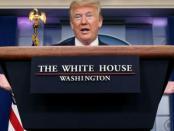 """Penasehat Khawatirkan """"Hobi"""" Trump Tampil dalam Konpers soal Virus"""