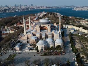 Erdogan Gelar Salat Jum'at Pertama di Hagia Sophia