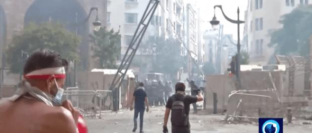Lebanon Genting, Para Perusuh Bentrok dengan Polisi