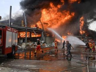 Panik! Kebakaran Besar Landa Pelabuhan Beirut Sebulan Pasca Ledakan Dahsyat