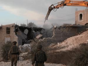 Sadis, Buldoser Israel Hancurkan 11 Rumah Warga Palestina