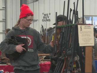 GAWAT! Pembelian Senjata Api di AS Seperti Kacang Goreng