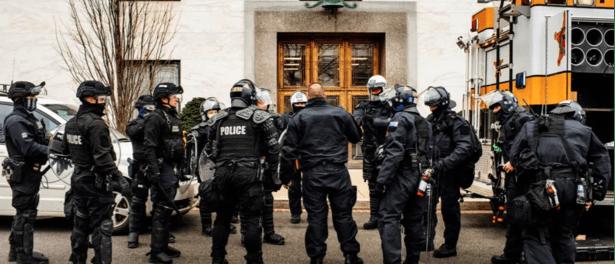 Jelang Pelantikan Biden, FBI Minta Polisi Siaga Tinggi