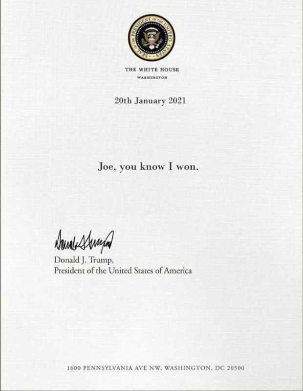 Trump Tinggalkan Sepucuk Surat untuk Biden di Meja Presiden AS