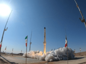 Video: Iran Sukses Luncurkan Roket Pembawa Satelit ke Orbit