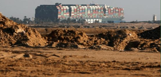 Antrian Kapal Mengular dari Terusan Suez Hingga India