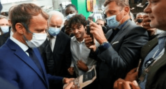Ups! Presiden Macron Dilempari Telur saat Hadiri Pameran