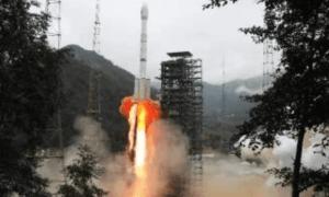 China Sukses Luncurkan Satelit Shijian-21 ke Orbit