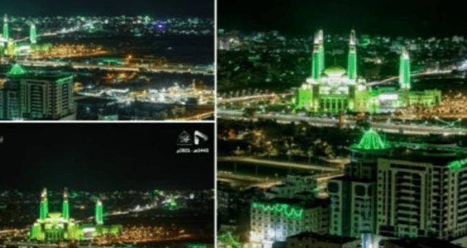 Sambut Maulid Nabi, Ibukota Yaman Menghijau di Malam Hari