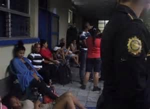 migrantes detienen cubanos