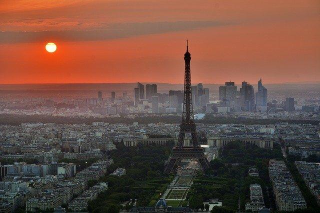 Die französische Zentralbank in Paris wurde gestern angezündet