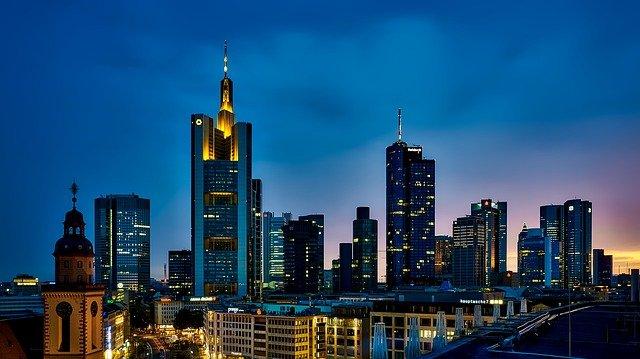 Im Kampf gegen den Deep State kam es zu einem Schusswechsel in Frankfurt mit mehreren Toten!