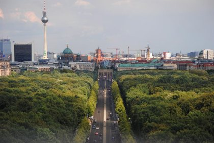 Fernsehtur, Rotes Rathaus y Puerta de Brandenburgo desde la Torre de la Victoria