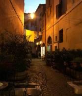 Ropa colgada a secar en una calle del Trastevere