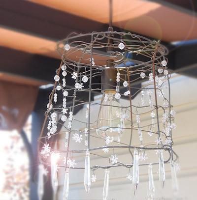 Lo stile shabby chic crea lampade e lampadari da materiali semplici come carta, stoffa, barattoli della nonna o perfino vecchie gabbie per. Come Creare Un Lampadario Fai Da Te In Stile Shabby Video