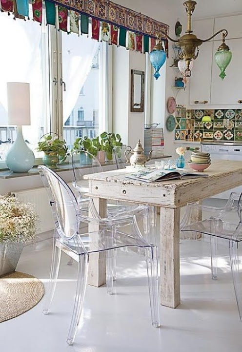 sala da pranzo shabby con decorazioni colorate - Arredamento Shabby