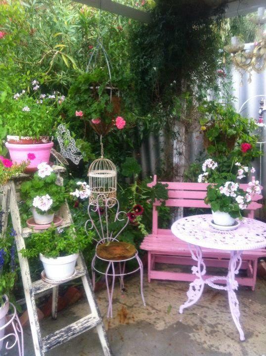 Credenza modello bianco in stile provenzale. Un Giardino Da Sogno In Stile Shabby Chic