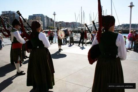 >ARRIBADA 2010 (18 de setiembre): Pasacáis cola Banda de Gaites de Corvera d'Asturies