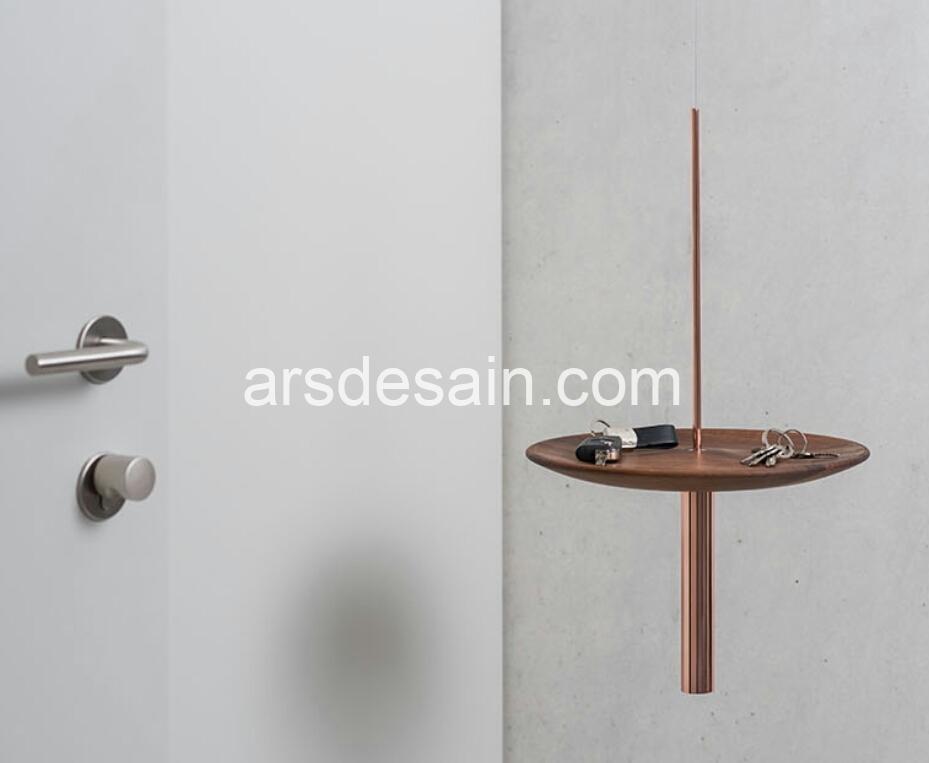 Desain side table yang membuat ruangan lebih lega