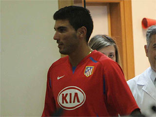 Reyes showing off his new side Atletico Madrid's kit