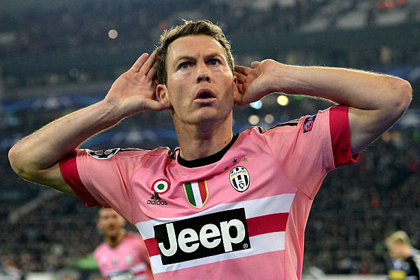 Stephan Lichtsteiner Already In London To Complete Move To Arsenal