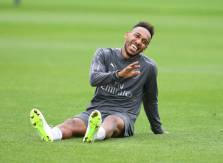 Aubameyang takes a rest at the training ground