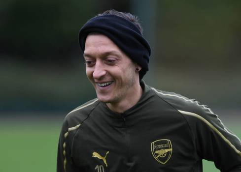 ST ALBANS, ENGLAND - OCTOBER 27: Mesut Ozil of Arsenal during the Arsenal Training Session at London Colney on October 27, 2018 in St Albans, England. (Photo by David Price/Arsenal FC via Getty Images) *** Local Caption *** Mesut Ozil; Oezil