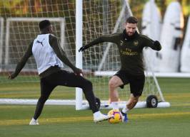 ST ALBANS, ENGLAND - NOVEMBER 02: (L-R) Danny Welbeck and Shkodran Mustafi of Arsenal during a training session at London Colney on November 2, 2018 in St Albans, England. (Photo by Stuart MacFarlane/Arsenal FC via Getty Images) *** Local Caption *** Danny Welbeck;Shkodran Mustafi