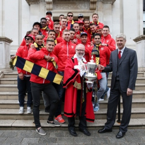 The Mayor of Islington greets Arsenal players and Arsene Wnger