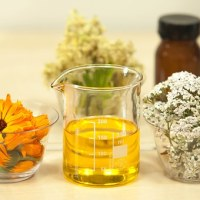 How to Make a Skin-Perfect Moisturizer Using Only 2 Ingredients---Spa Days at Home