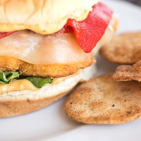 Try This--- Crispy Cauliflower Burger With Spicy Hummus Mayo